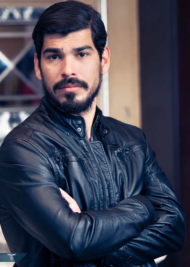 Raul Castillo – Looking