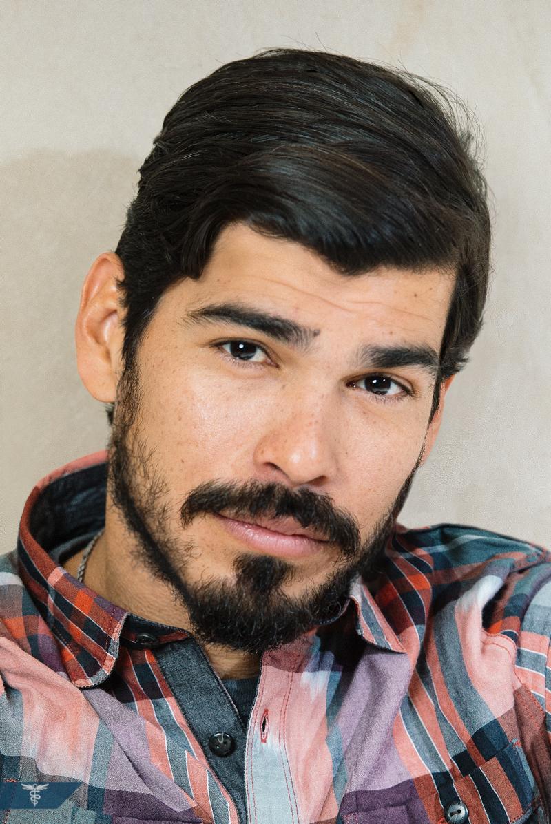 Raul Castillo – Looking